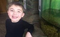 Có gì trong clip cậu bé 6,5 tuổi tự cài khóa áo gây bão khắp mạng xã hội?