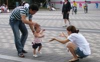 3 lưu ý quan trọng bố mẹ cần nhớ để giúp con tập đi nhanh