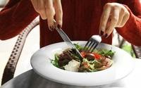 Bạn có bao giờ thắc mắc những người khỏe mạnh ăn bữa trưa như thế nào?