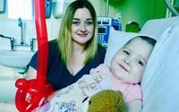 Người mẹ đau lòng cấm con gái 5 tuổi chơi cùng bạn bè vì chỉ cần bị thương bé có thể mất mạng