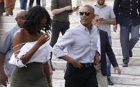 Cựu Đệ nhất phu nhân Michelle gặp làn sóng chỉ trích của cư dân mạng vì mặc đồ hở vai