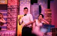 """Đám cưới dễ thương nhất ngày: Cô dâu, chú rể hóa thân thành những vũ công, """"quẩy"""" nhiệt tình ngay trên lễ đường"""
