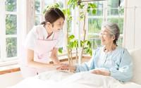 Cách chăm sóc cha mẹ già thời nay: Chuyện nhỏ!