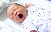 Những tưởng con mắc 4 chứng bệnh về da nhưng sau cùng mẹ thở phào vì bé chỉ bị loại mụn nhẹ này thôi