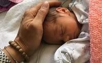Tử cung mẹ bất ngờ vỡ toang, thai nhi chui tọt vào bụng và cuộc phẫu thuật chỉ 30 giây
