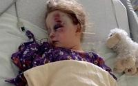 Con gái ngủ trưa, mẹ nghe hàng xóm đập cửa ầm ĩ và sững sờ nhìn con bất động