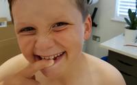 Con trai không chịu chải răng, bố chẳng trừng phạt chỉ đưa con thứ này nhưng hiệu quả tức thì