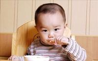 """Đừng ép con ăn bằng bốn chữ: """"Con có ăn không!"""" mà thay vào đó hãy chịu khó làm những việc này"""
