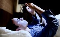 Đừng chủ quan khi sử dụng điện thoại: Mắt bạn sẽ chịu tác động ghê gớm từ luồng ánh sáng xanh