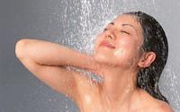 Thói quen nguy hại cần tránh khi tắm bằng vòi hoa sen