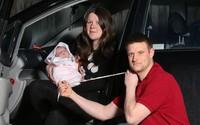 Đang đưa vợ đi đẻ thì bị kẹt xe, người đàn ông có hành động khiến bác sĩ cũng phải tấm tắc khen