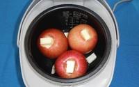 Dù bị ngăn cản bạn cứ tự tin cho 3 quả táo vào nồi cơm điện nấu vì món tráng miệng siêu ngon sắp xuất hiện rồi