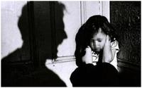 Đau đớn bé gái 23 tháng tuổi bị cậu ruột lạm dụng tình dục và lây nhiễm HIV