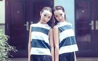 Cặp chị em sinh đôi giống nhau tất cả mọi thứ, đến cả điểm thi Đại học cũng giống luôn!