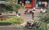 Trung Quốc: cô gái bị túm tóc kéo lê xềnh xệch trên đường quốc lộ, mọi người đi qua ngoảnh mặt làm ngơ