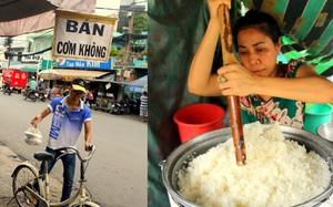 """Chỉ có ở Sài Gòn: Lạ đời con phố bán cơm trắng đựng trong túi nilon, ai cũng chỉ mong """"lời ít thôi"""""""