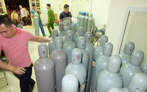 Hà Nội: Thu giữ 40 bình khí bơm bóng cười trong đêm