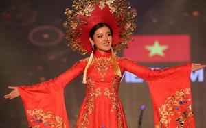 Á hậu Huyền My mặc áo dài nặng 30kg đẹp nổi bật lấn át dàn thí sinh trong đêm thi trang phục dân tộc