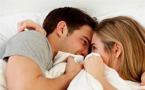 """Không cần đẹp hay bốc lửa, chỉ cần biết sử dụng đôi bàn tay của mình trên giường, chồng sẽ """"gục"""" ngay trong tích tắc"""