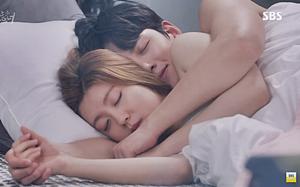 """Cảnh """"giường chiếu"""" nóng bỏng không ngờ của Ji Chang Wook"""