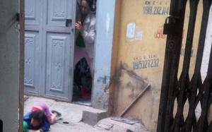 Xuất hiện thêm clip bé gái bị mẹ đánh ở siêu thị nằm khóc thảm thiết giữa đường