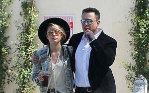 """Vợ cũ của Johnny Depp """"dính như sam"""" với người tình tỷ phú Elon Musk"""