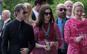 Anne Hathaway nổi bật cùng chồng tham dự đám cưới của Jessica Chastain tại Ý
