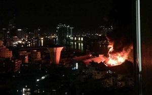 TP.HCM: Cháy lớn lúc nửa đêm, hàng trăm người hoảng loạn ôm đồ bỏ chạy