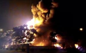 Cháy dữ dội tại khu công nghiệp ngay sát sân bay quốc tế Nội Bài