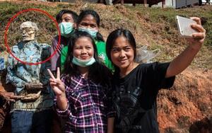 Đào mộ, thay áo mới cho xác chết: Đây chính là một tập tục rùng rợn nhất tại Indonesia