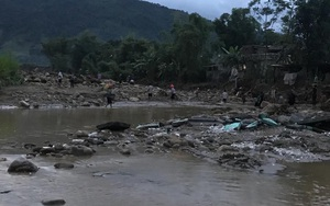 Yên Bái: Sau trận lũ gia đình 4 người mất tích, mới tìm được chồng, vợ con vẫn mất tích