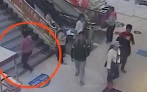 """Bé gái 7 tuổi bị mẹ ruột bỏ rơi giữa trung tâm thương mại vì """"sợ không nuôi nổi con"""""""