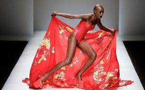 """500 pha """"ngã sấp mặt"""" của các người mẫu trên sàn catwalk: Trốn chẳng được, độn thổ chẳng xong!"""