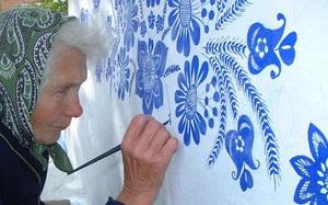 Vẽ đẹp như họa sỹ ở độ tuổi 90: Liệu mấy ai làm được như cụ bà này?