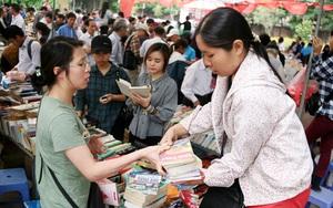 Chen chân mua sách cũ giảm giá lớn nhất Hà Nội năm 2017