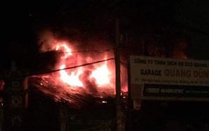 Hà Nội: Cháy gara ô tô cạnh chùa Ngòi trong đêm