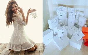 """Khoe cả núi hàng hiệu thế này, chẳng trách mà fan gọi Phạm Hương là """"Nữ hoàng Dior"""""""