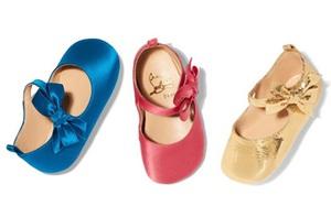 """""""Ông hoàng giày đế đỏ"""" Christian Louboutin lần đầu tiên ra mắt mẫu giày xinh xắn dành cho bé gái"""