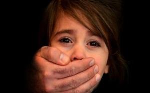 Bé gái 7 tuổi bị 5 người đàn ông cưỡng hiếp tập thể gây chấn động nước Đức