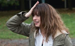 """Anne Hathaway tái xuất trong phim mới cực """"độc lạ"""""""