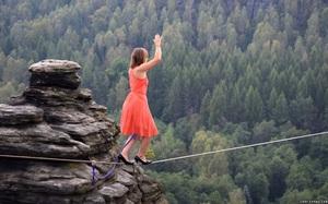 Đây là lý do chúng ta thường có hành động dang hai tay khi muốn giữ thăng bằng