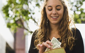 3 cung Hoàng đạo tiêu tiền chắt chiu, luôn suy trước tính sau khi mở ví