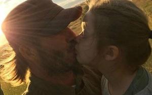 Nụ hôn môi giữa David Beckham và con gái Harper nhận phản ứng gay gắt