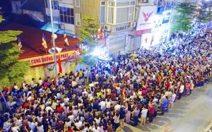 Rằm tháng 7, cả nghìn người đổ về Tổ đình Phúc Khánh lễ bái khiến một đoạn đường Tây Sơn tắc cứng