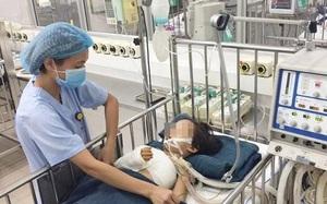 Hà Nội: Cứu sống và phẫu thuật cứu cánh tay phải của bé gái 5 tuổi sau vụ TNGT