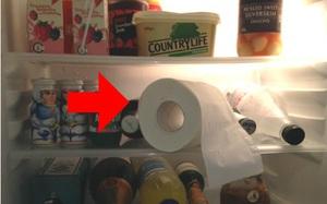 Ngay tối nay hãy đặt cuộn giấy vệ sinh vào tủ lạnh, sáng ngủ dậy bạn sẽ giật mình khi thấy kết quả