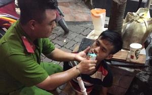 Hà Nội: CSGT giúp đỡ 1 nam thanh niên bị lừa bán sang Trung Quốc tìm đường về nhà