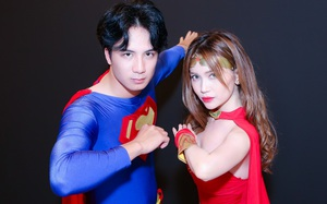 Sĩ Thanh và bạn trai mặc đồ... siêu nhân tình tứ bên nhau