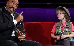Người lớn sẽ phải bật cười, và sau đó xấu hổ sau khi nghe cậu bé 7 tuổi này nói chuyện
