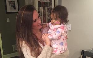 Mới quen biết 3 tuần, cô giữ trẻ đã tặng bé gái 9 tháng tuổi món quà mà cả dòng họ em chẳng thể quên